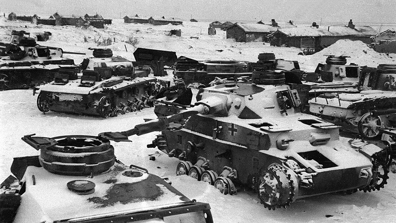 Подбитые немецкие танки на окраине Сталинграда