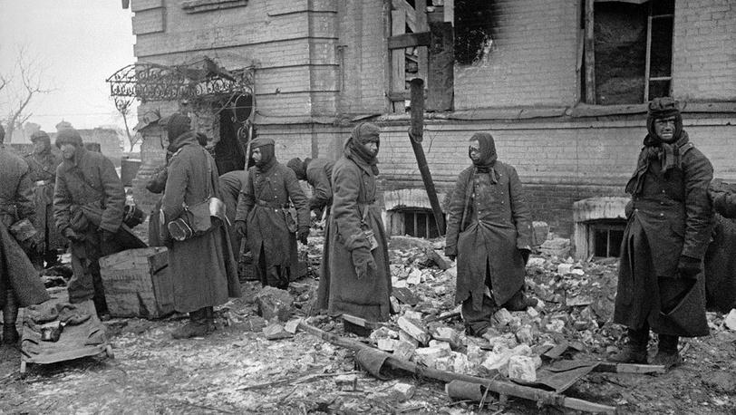 Пленные немцы на работах по расчистке завалов