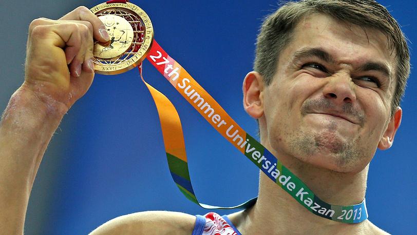 Российский спортсмен Николай Куксенков во время церемонии награждения после соревнований по спортивной гимнастике