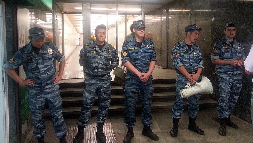 """У входа в метро """"Охотный Ряд"""""""