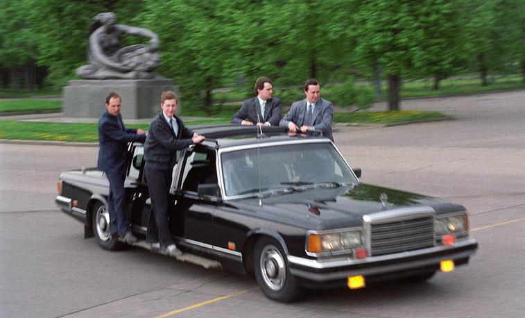 Служба охраны КГБ СССР, организованная на основе упраздненного 9-го управления, сопровождает президента. Фото ИТАР-ТАСС/ Николай Малышев