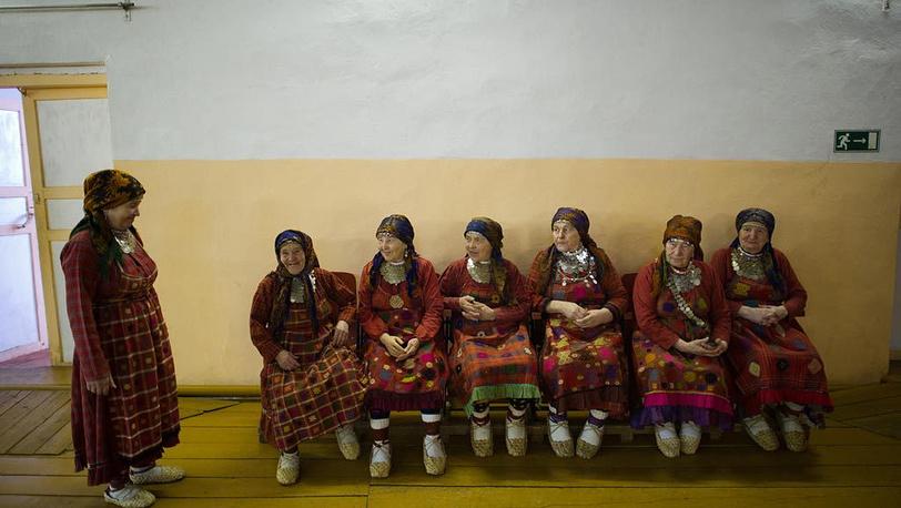 """""""Бурановские бабушки"""" тщательно прорабатывают свой музыкальный номер"""