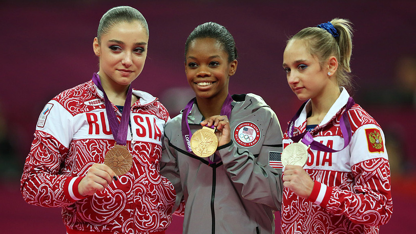 Алия Мустафина, Габриэль Дуглас и Виктория Комова /слева направо/