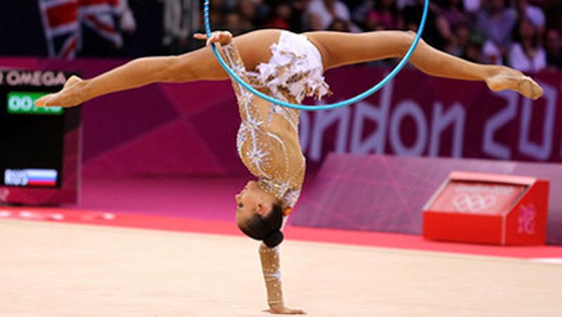 Дарья Дмитриева в упражнении с обручем