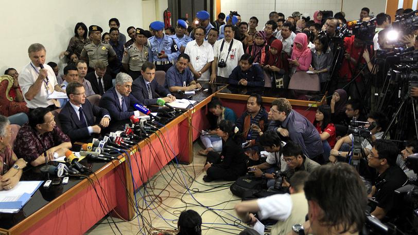 Совместная пресс-конференция представителей России и Индонезии в аэропорту в Джакарте