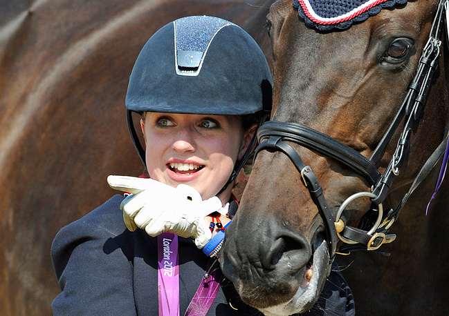 Участница конных состязаний