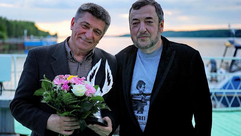 Режиссер Александр Сокуров (слева) и президент фестиваля режиссер Павел Лунгин