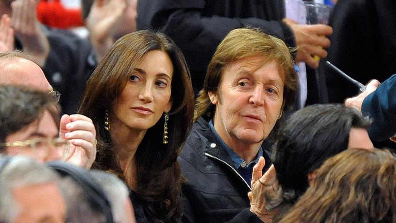 Пол Маккартни и его жена Нэнси Шевелл