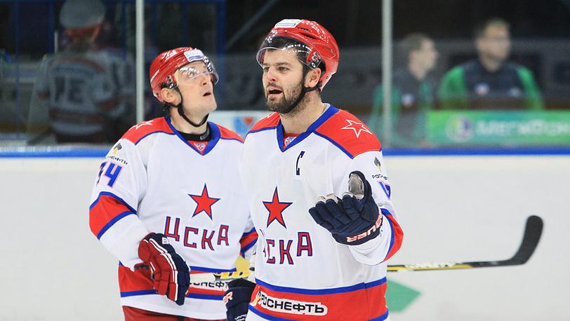 Игроки ЦСКА Игорь Григоренко и Александр Радулов