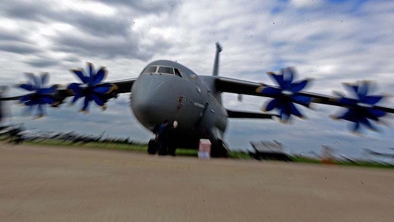Грузовой самолет Ан-70. Фото ИТАР-ТАСС/ Сергей Бобылев