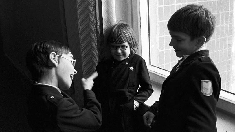 Октябрята. 1980. Фото ИТАР-ТАСС/Владимир Яцина. Очередные изменения школьной формы произошли в 1973, 1976, 1982 годах. В основном менялась форма мальчиков.