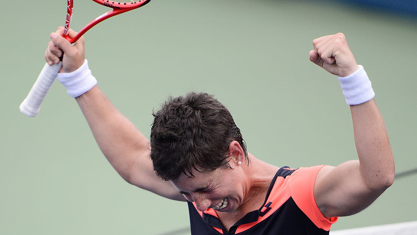 Испанка Карла Суарес-Наварро в матче против немки Ангелики Кербер в четвертом круге. Фото  EPA/ANDREW GOMBERT