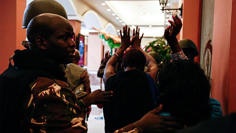 """Освобождение заложников в торговом центре """"Уэстгейт"""". Фото EPA/KABIR DHANJI"""
