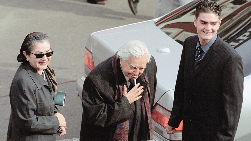 Юрий Любимов с женой Каталин и сыном Петром. Фото из архива ИТАР-ТАСС/Игорь Зотин, Эмиль Матвеев