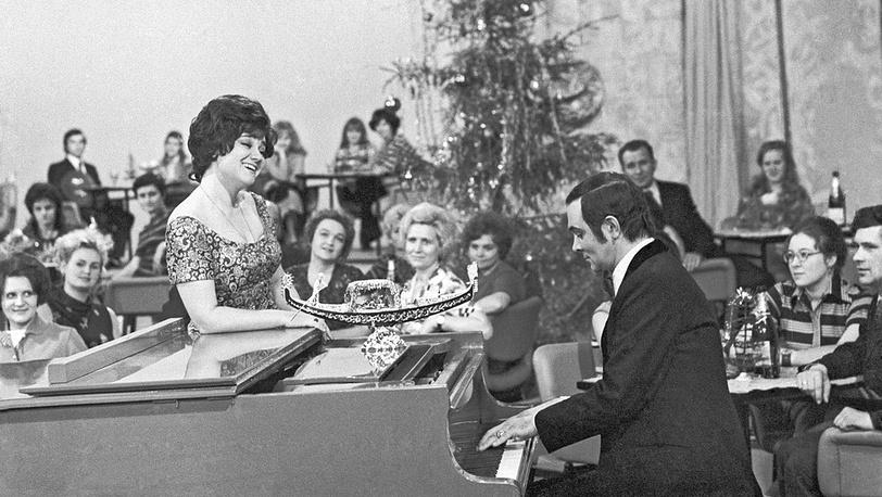 Поют Тамара Синявская и Муслим Магомаев. 1974 год. Фотохроника ТАСС