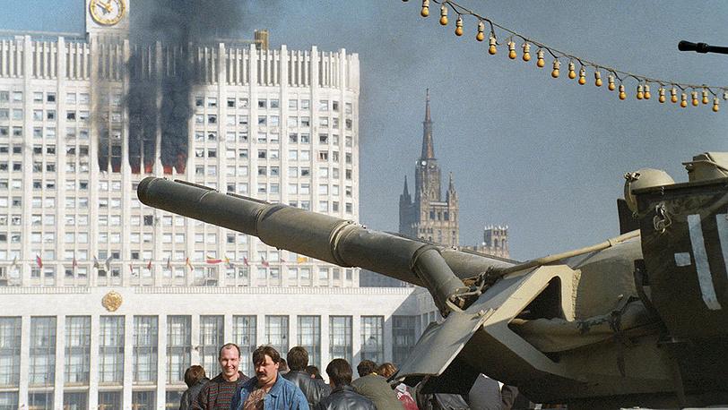 Расстрел Белого дома 4 октября 1993 года. Фото ИТАР-ТАСС/ Борис Кавашкин