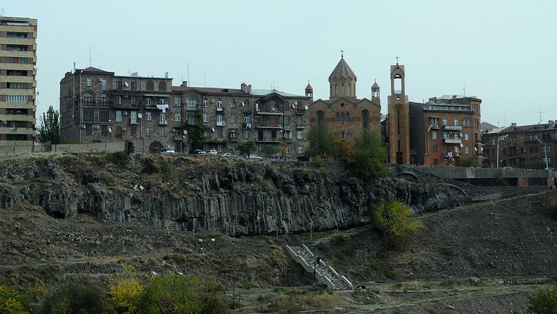 Вид на ущелье реки Раздан и церковь Сурб Саркис. Фото ИТАР-ТАСС/ Станислав Красильников
