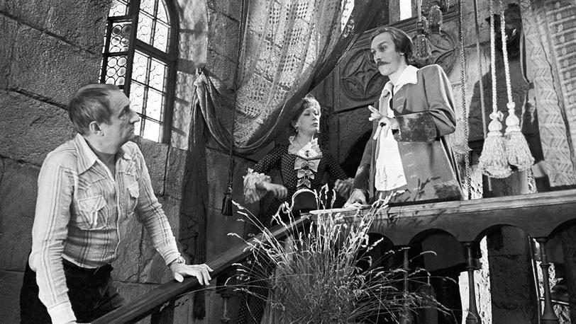 """Марк Захаров, Елена Коренева и Олег Янковский во время съемок фильма """"Тот самый Мюнхгаузен"""" (1979)."""