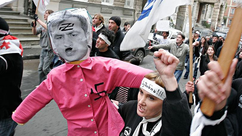 В сентябре - ноябре 2007 года в Тбилиси прошли митинги лидеров оппозиционных партий Грузии, направленные против политического курса, проводимого правительством Грузии и Михаилом Саакашвили. Фото ИТАР-ТАСС/ Александр Климчук