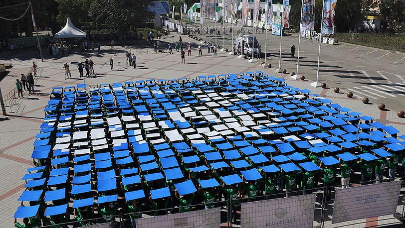 В крупных городах России состоялись спортивные и музыкальные мероприятия с участием волонтеров, посвященные  500 дням до старта Олимпийских игр. Фото AP Photo/Igor Yakunin