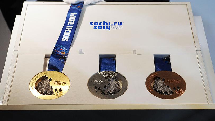 30 мая 2013 года в Санкт-Петербурге в присутствии Жака Рогге был обнародован дизайн медалей Зимних Олимпийских игр и Паралимпийских игр в Сочи. Фото ИТАР-ТАСС/ Руслан Шамуков