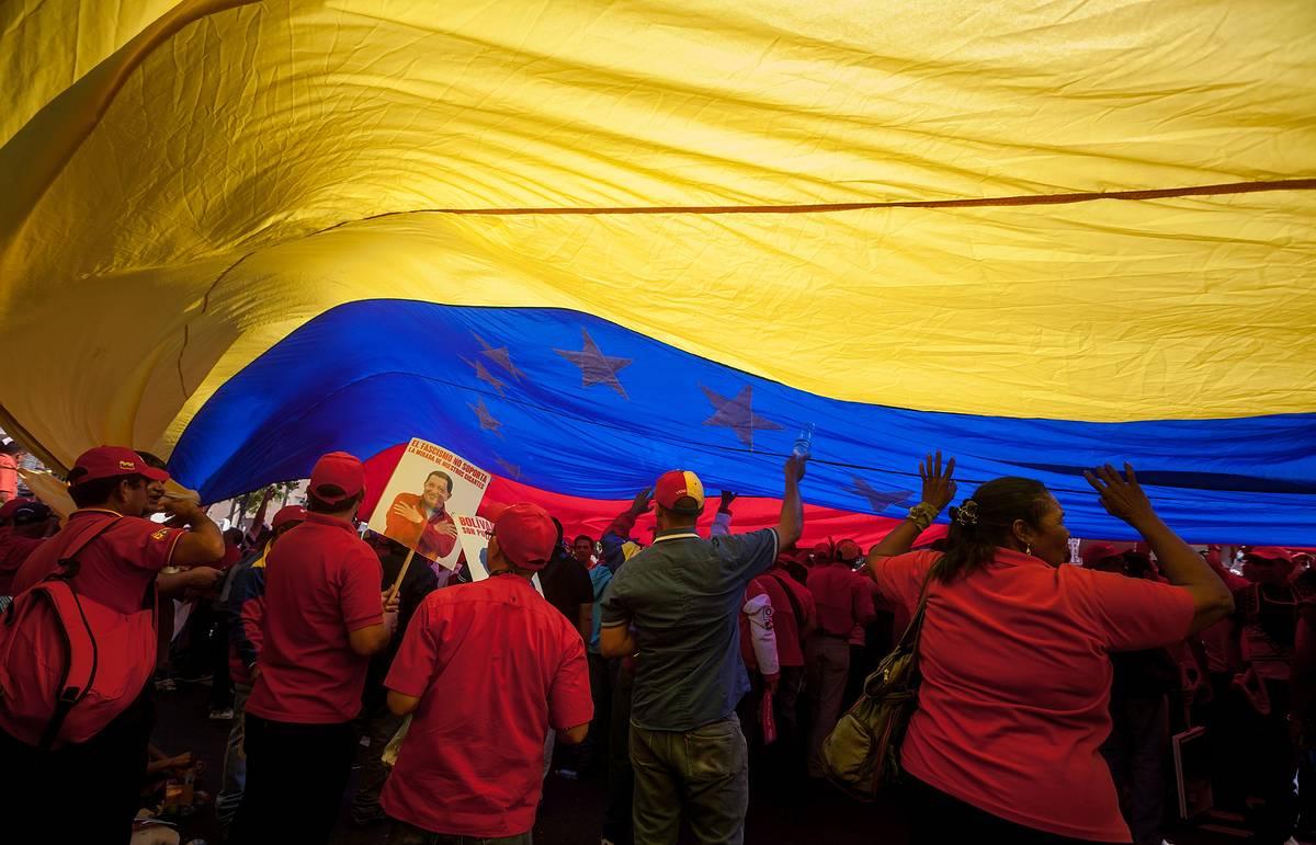 Венесуэла обратилась к России за помощью в организации срочного заседания ОПЕК