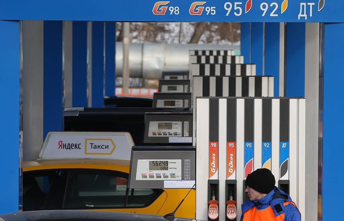 Путин утвердил повышение с 1 апреля акцизов на топливо