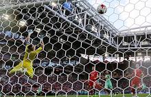 Игорь Акинфеев пропускает гол в матче группового этапа Кубка конфедераций FIFA между сборными России и Португалии
