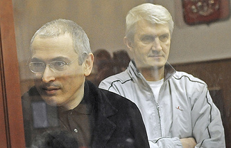 Михаил Ходорковский и Платон Лебедев во время слушаний в Хамовническом суде, 2010 г.