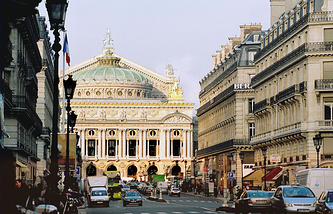 Здание театра Гранд-опера