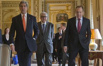 Сергей Лавров, Лахдар Брахими, Джон Керри (справа налево)