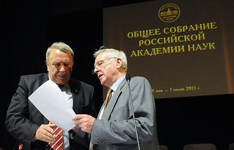 Академик Владимир Фортов и вице-президент РАН Александр Андреев