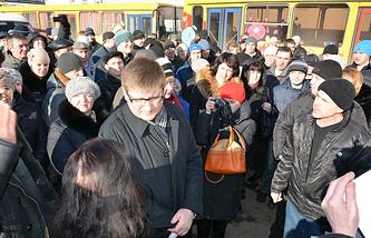 Собрание сотрудников возле фабрики Roshen