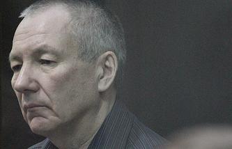 Виктор Контеев, обвиняемый в организации убийств и вымогательстве, во время заседания в Курганском областном суде. Август 2013 года
