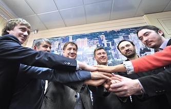 Роман Стариков, Александр Мухарыцин, Иван Стариков, Анатолий Локоть, Илья Пономарев, Алексей Южанин (слева направо)