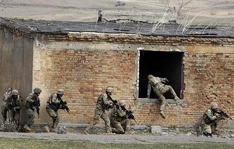 Совместные грузино-американские военные учения на базе механизированной бригады вооруженных сил страны в Вазиани в окрестностях Тбилиси, март 2013