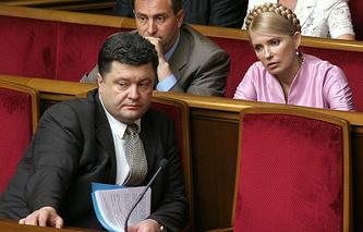 Петр Порошенко (слева) и Юлия Тимошенко на заседании Верховной рады. 2006 год