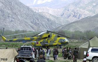 Российский военный вертолет на северо-востоке Афганистана