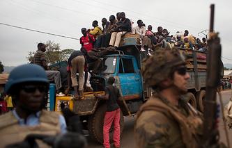 Эвакуация граждан Чада и Камеруна на север страны из-за противостояния с христианским населением. Банги, Центральноафриканская Республика, 27 Декабрь 2013