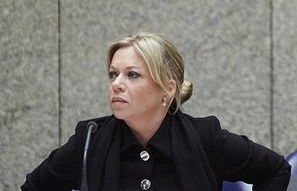Министр обороны Нидерландов Жанин Хеннис-Плассхерт