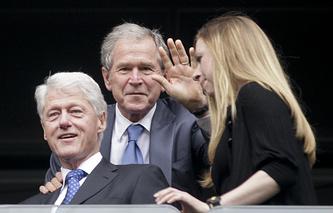 Билл Клинтон (слева), Джордж Буш, Челси Клинтон