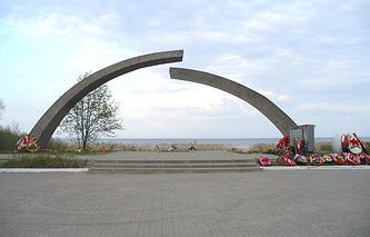 Монумент «Разорванное кольцо»