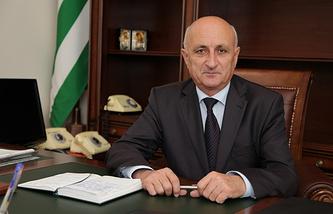 Леонид Лакербая