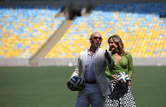 Pitbull и Клаудиа Лейтте
