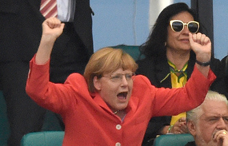 Ангела Меркель в роли болельщика