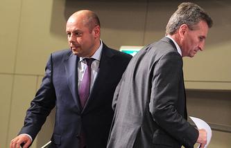 Министр энергетики и угольной промышленности Украины Юрий Продан и еврокомиссар по энергетике Гюнтер Эттингер
