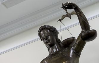 Статуя Фемиды в суде