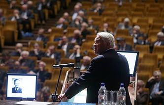 Академик Людвиг Фаддеев во время первого общего собрания Российской академии наук после реформы РАН