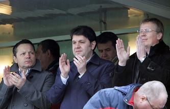 Герман Ткаченко (в центре)