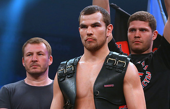 Дмитрий Чудинов (в центре)